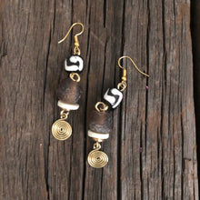 Load image into Gallery viewer, Cocoa Glass Batik Earrings