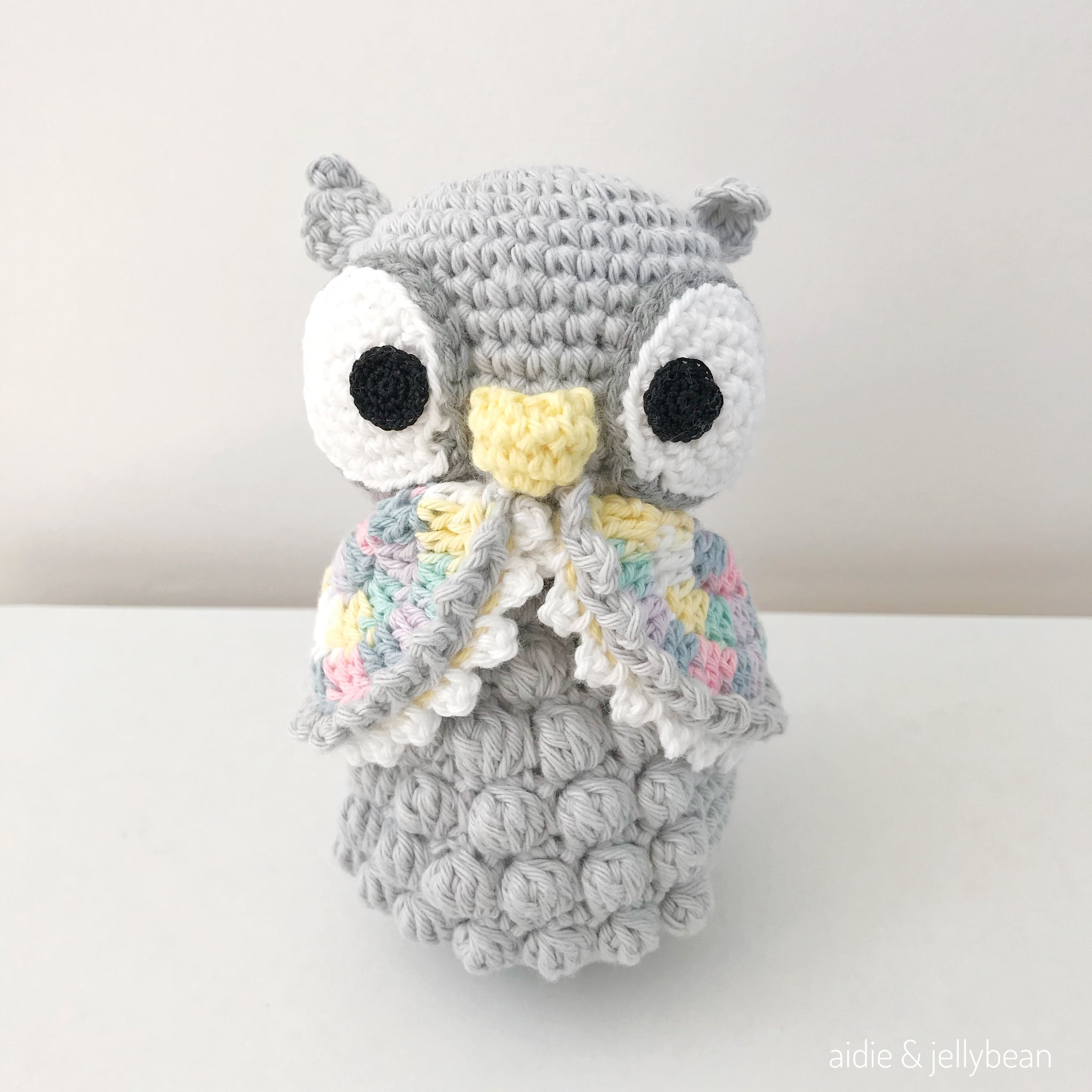 Crochet snow owl christmas ornament - mallooknits.com | 2048x2048