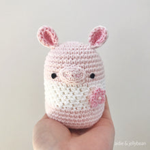 "Load image into Gallery viewer, AMIGURUMI PATTERN/ tutorial (English) Amigurumi Pig ""Egg Shaped Animals - The Happy Piggy Couple"" pdf - US terminology"