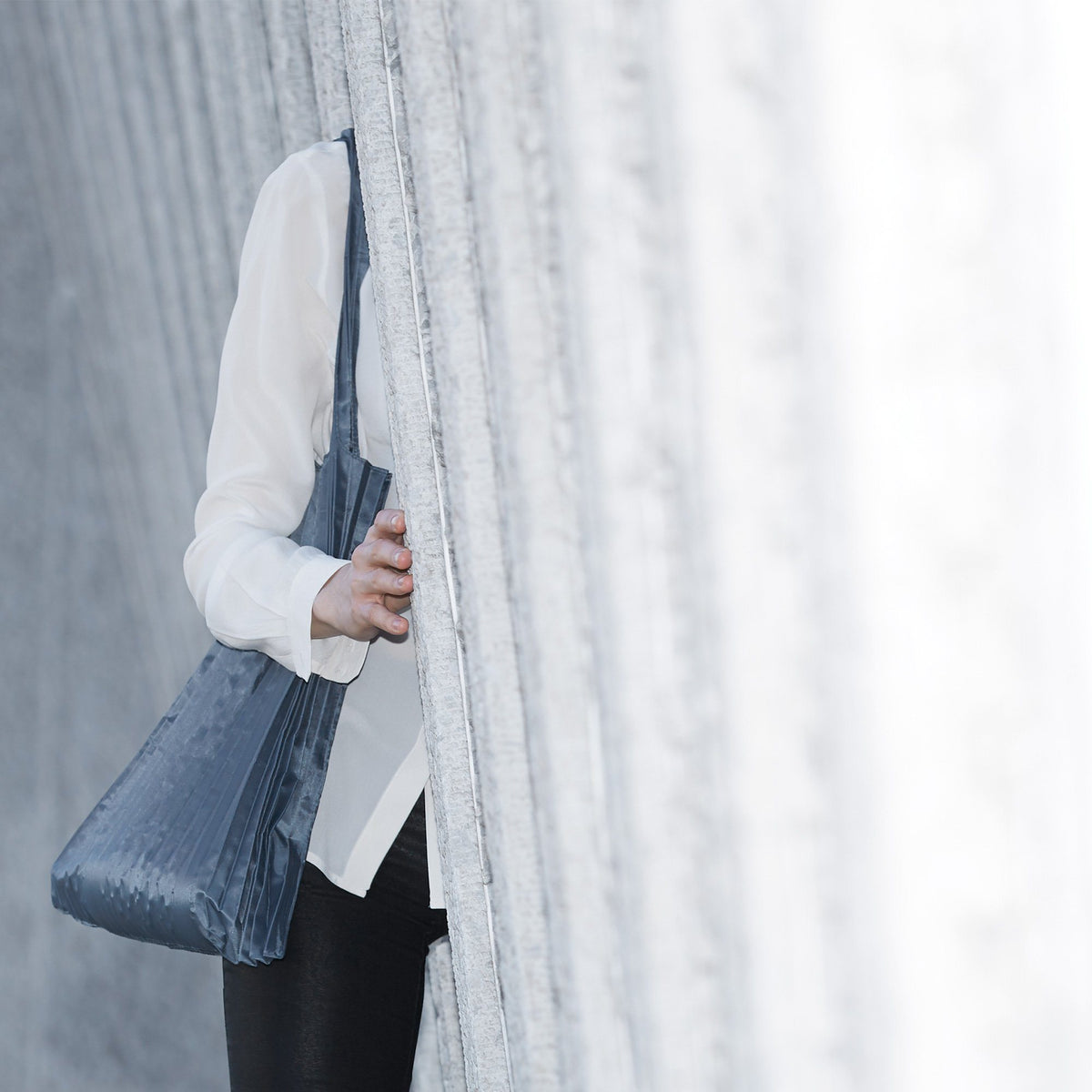 LOQI Charcoal Pleated Bag