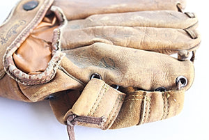 vintage Rawlings baseball glove