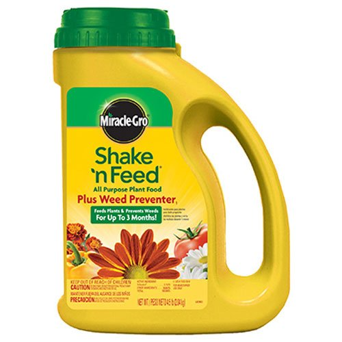 Miracle-Gro 1038361 Shake 'N Feed All Purpose Plant Food Plus Weed Preventer1, 4.5 LB