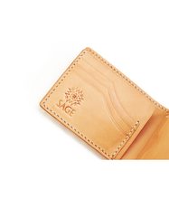 Load image into Gallery viewer, Sage Craftworks – Monrouge Bifold Wallet Natural