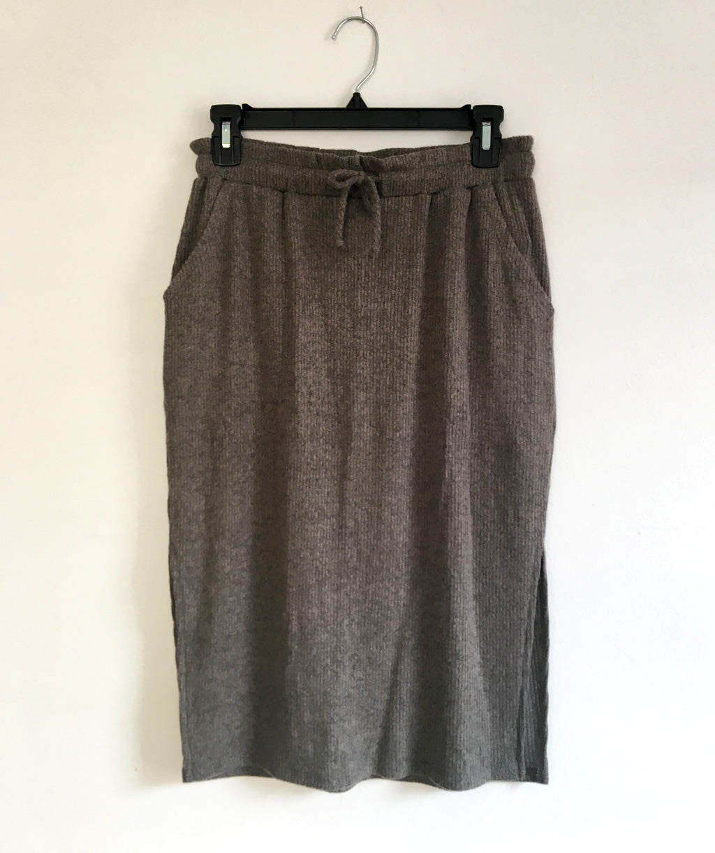 CITY sweater knit skirt in Dark Sage<br/>(Less than perfect)