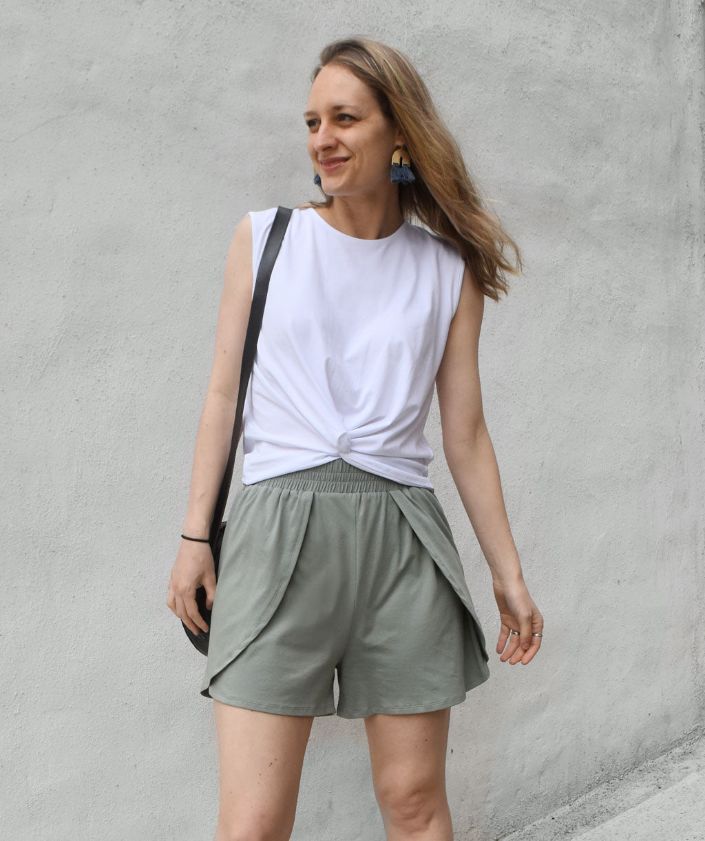 ALLIE petal shorts in Thunder Grey