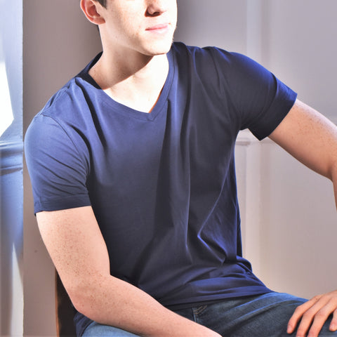MENS V-neck tee in Navy