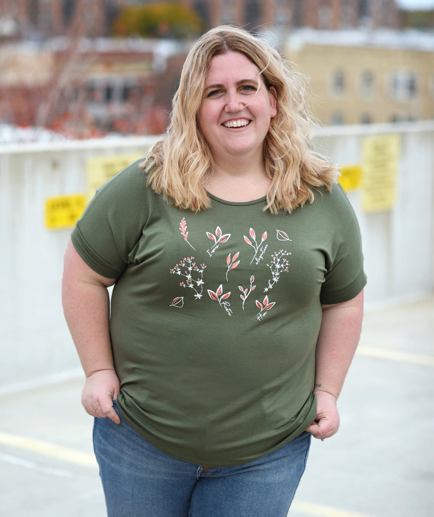 FLORAL scoop neck flowy tee in Olive