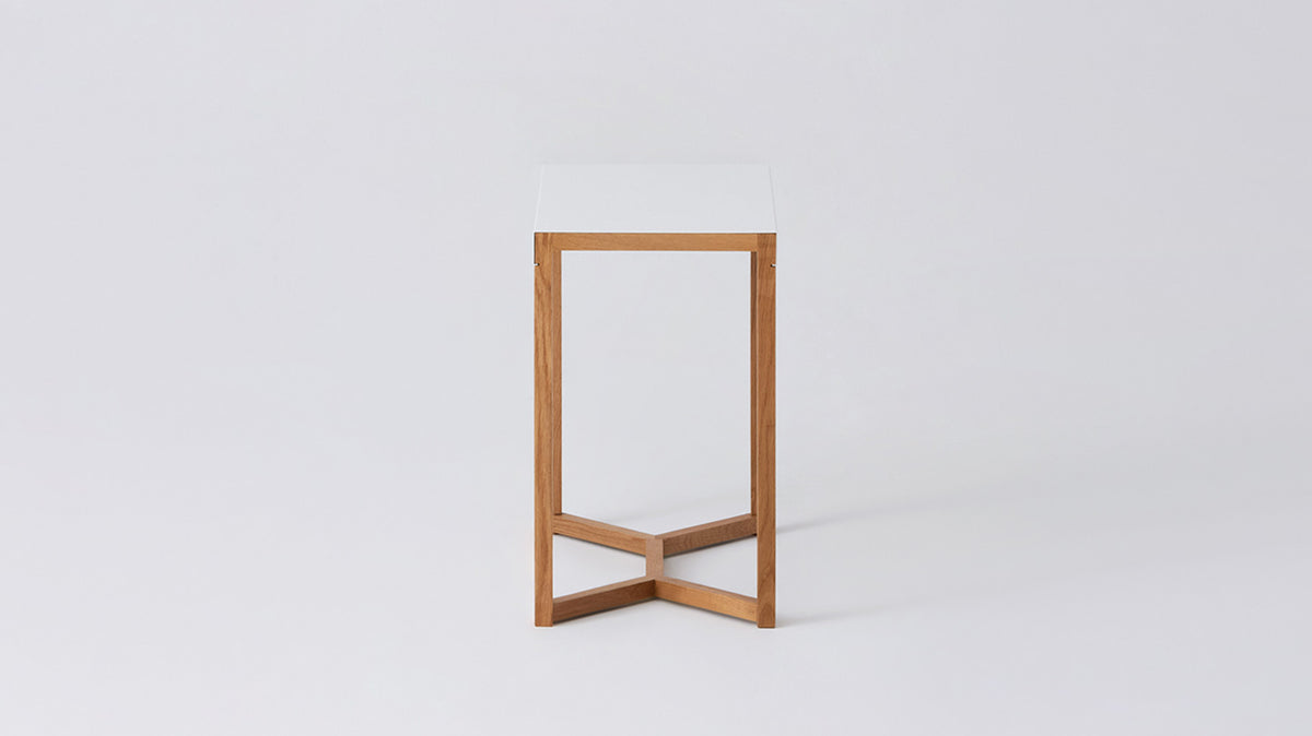 trivia tall side table (white/oak)