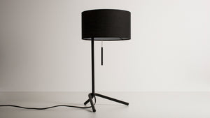 micah table lamp (black)