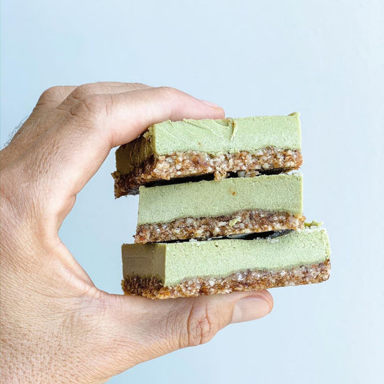 VEGAN RAW MATCHA CHEESECAKE BARS