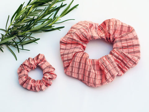 Scrunchie - Textured Pink Fabric