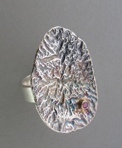silver reticulated shield ring with gold and gemstone cocktail ring