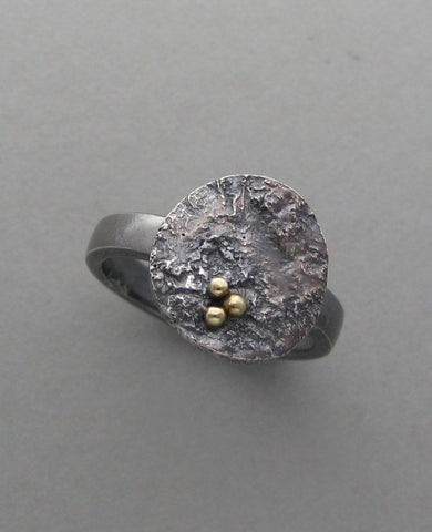 silver disc ring with gold oxidized reticulated