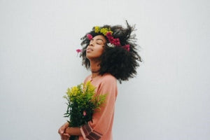 FLOWER FRIDAY // The Cool Girl Guide to Wearing Flowers in Your Hair