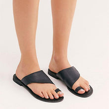 Load image into Gallery viewer, New Hollow Set Toe Slippers Flat Sandals