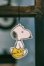 Load image into Gallery viewer, Snoopy Kaws (Milky Vanilla)