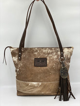 Load image into Gallery viewer, Large Vintage Leather Tote Bag