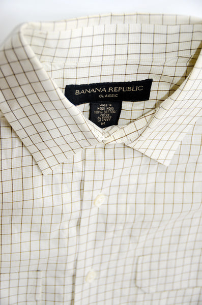 Banana Republic Classic Style 100% Cotton, Dress Shirt With 2 Pockets.