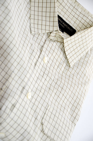 Banana Republic Classic Style 100% Cotton, Dress Shirt With 2 Pockets. Size M, Off White with Light Brown Vertical & Horizontal Lines.