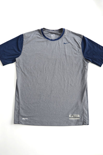 Men's Active T-Shirt - Fit Dry Nike. Size L - color is grey and dark blue short sleeves.