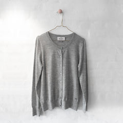 Wuth Cashmere - Classic Let Cardigan i 100% ren cashmere Grey fra No17 Limited