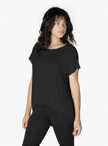 Beyond Yoga Slink Out Loud High Low Tee BLK