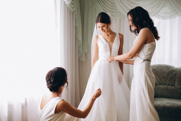 wedding dress shopping 12 tips envious bridal