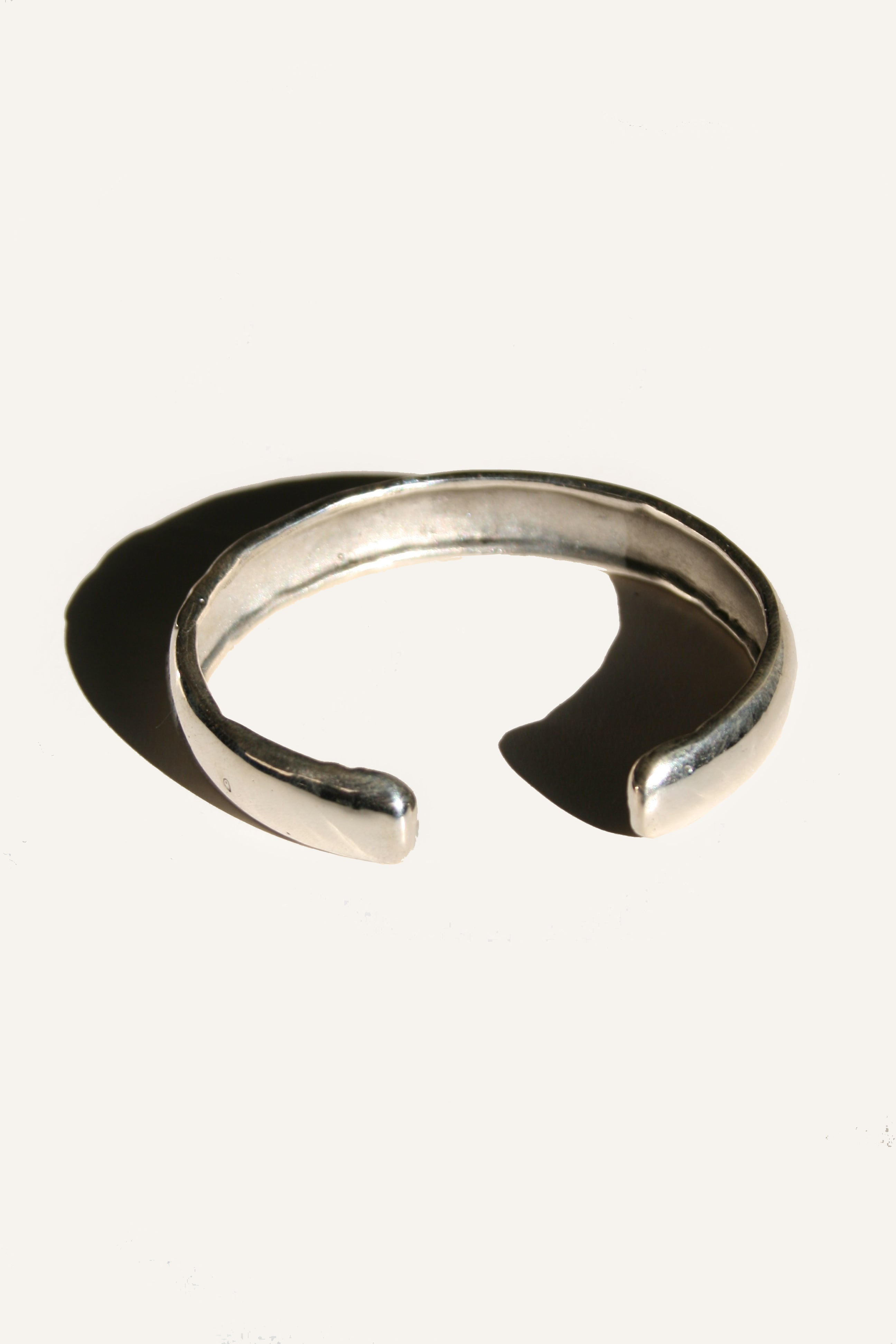 BATTERED BANGLE (SILVER) - MUTTER