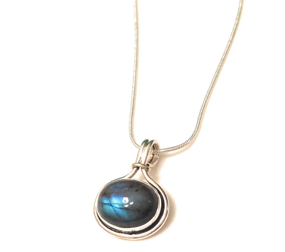 Labradorite Oval in Silver Knot