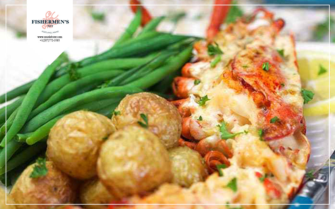 You can serve Lobster Thermidor with some green vegetables such as green beans or spinach