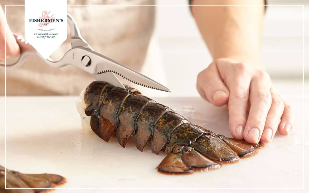 Cut open the lobster tail's shell