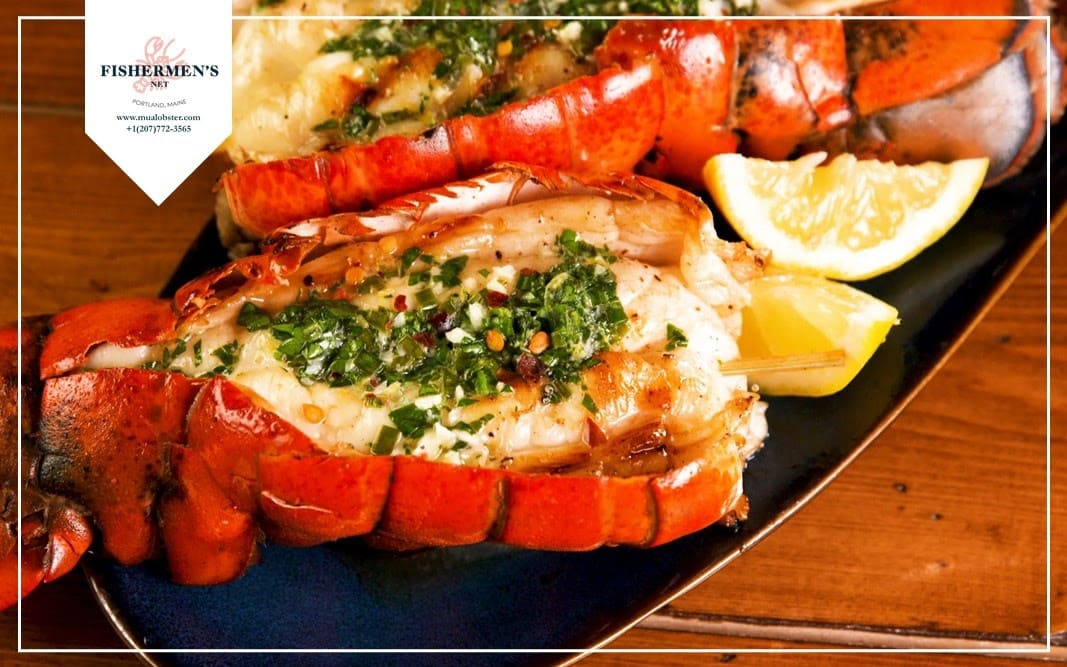 Use boiled lobster tail with lemon slice