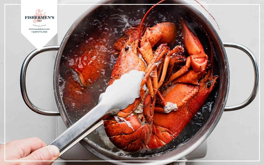 Use tongs to take the lobster out