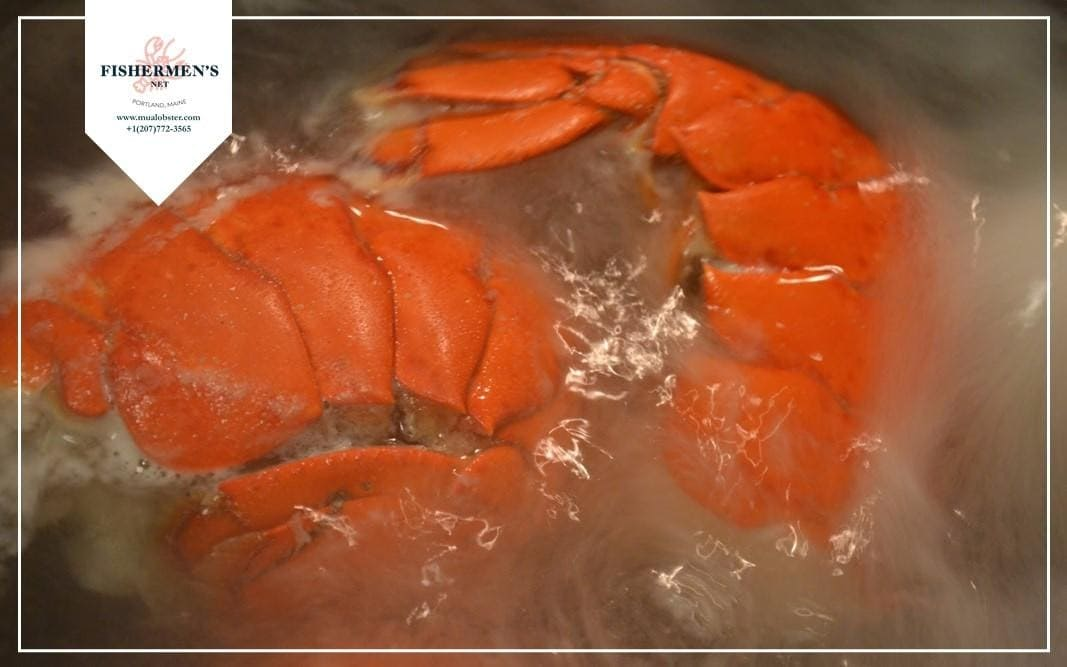 Boiling lobster tails