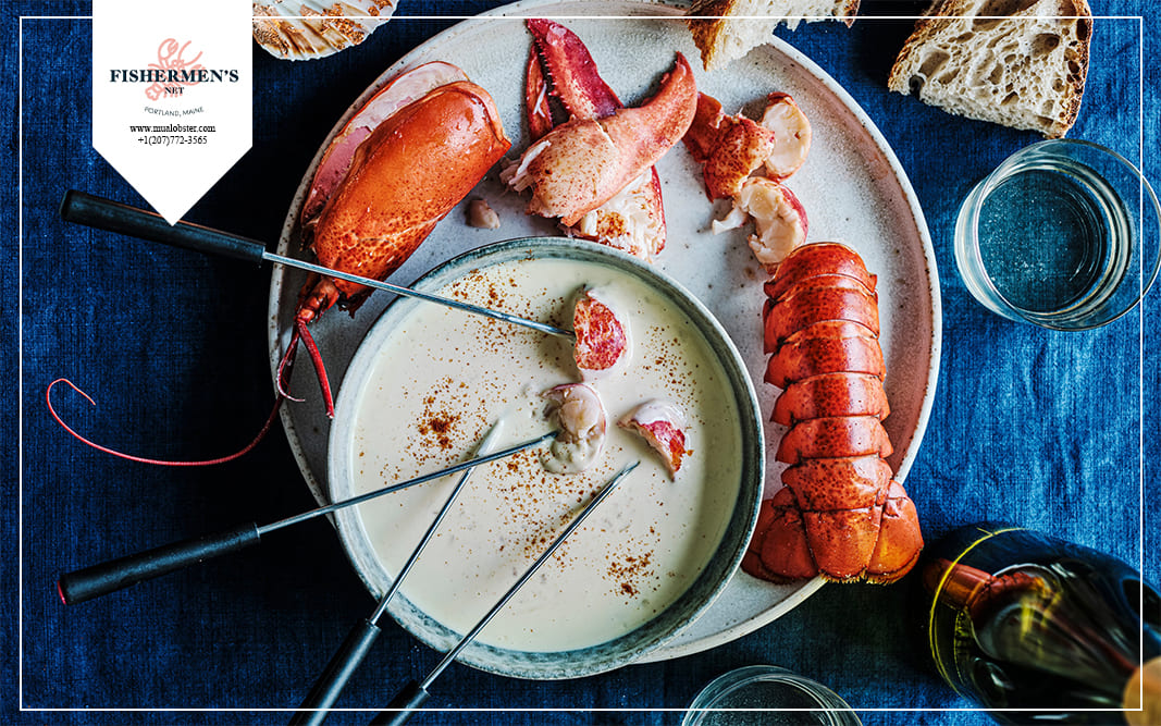 Sauce Cheese fondue is thick and greasy, suitable to eat with lobster tails