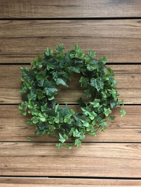 "ITEM 12214 - 9"" FROSTED GREEN ENGLISH IVY WREATH WITH 220 LEAVES"