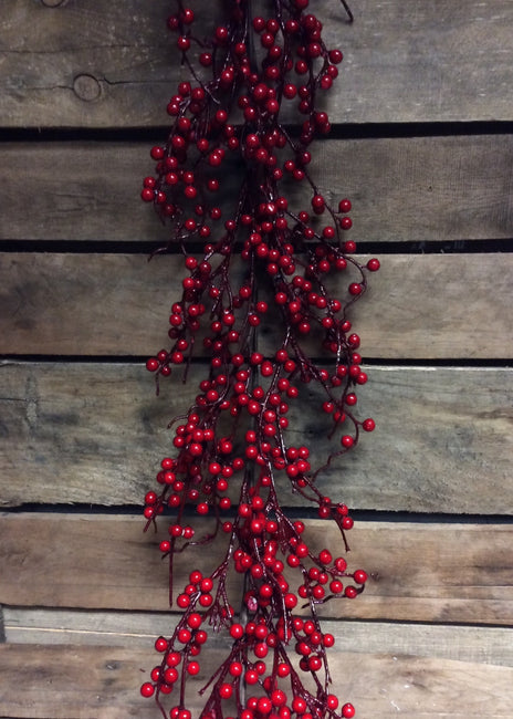 ITEM 81091 R -  4 FOOT RED OUTDOOR BERRY GARLAND