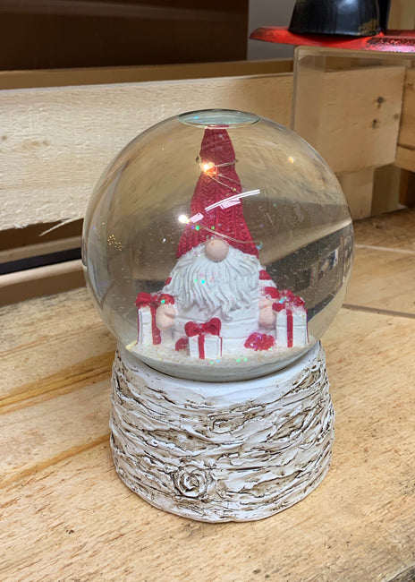 ITEM KOP 47239 - 4.5in X6in X4.75in GNOME SHAKE LED SNOW GLOBE