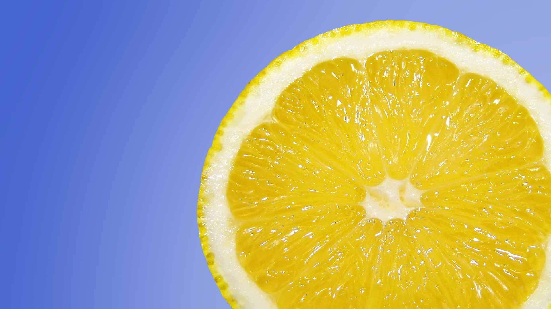 lemon essential oil promotes clarity of mind
