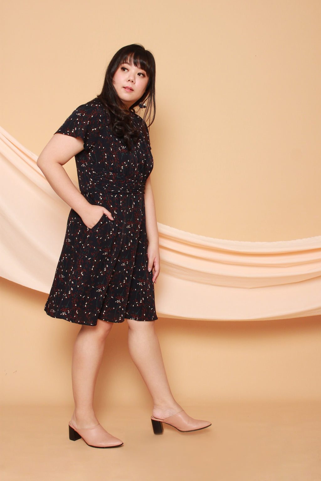 Keyhole Neckline Flare Dress (Navy Blue)