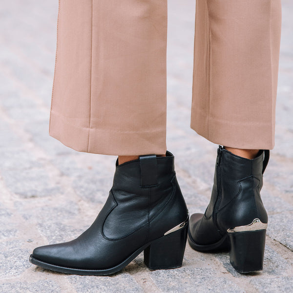 Cowboy ankle boots in black leather - VILLANELLE