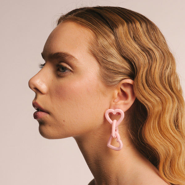 "Pendientes en color rosa perla ""Heart Chain"" - Bryan Stepwise X Becomely"