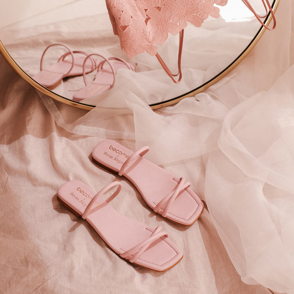"Flat sandal two crossed straps in pink leather ""Rose"" - Bryan Stepwise X Becomely"