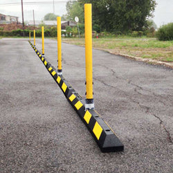 delineator curbing system with post and hinge