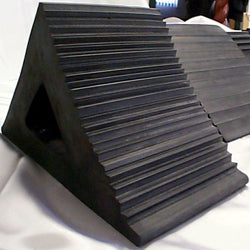 Industrial rubber wedge for stacking objects