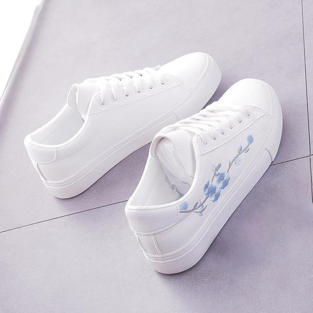 Casual White Tennis Sneakers With Floral Pattern Design