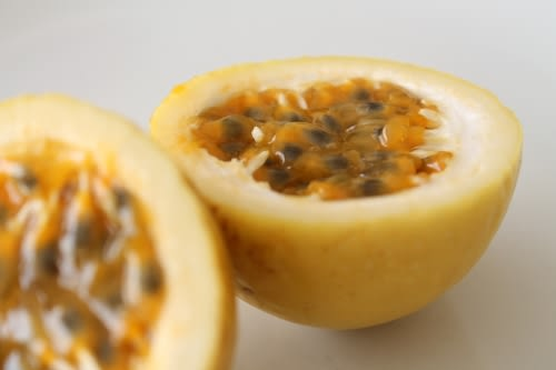 Passiflora edulis flavicarpa - Guavadilla / Yellow Passion Fruit - Fruit - 5 Seeds