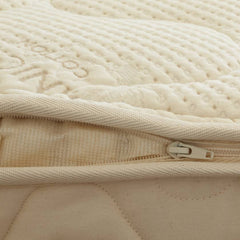 Unzipping a spindle mattress organic cotton and wool cover