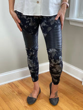 Load image into Gallery viewer, The Moto Edge Leggings