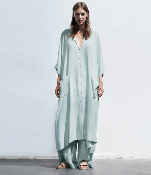 Arethé-Stockholm_blue_caftan_dress_long_shirt_oversized_COS_flowy_womenswear_170_fashion_kidsofdada